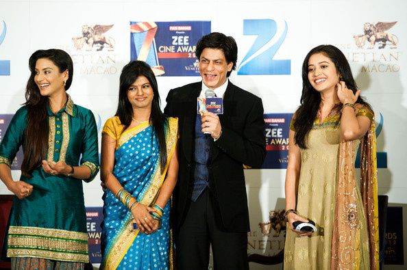 Zee-Cine-Awards-2012--Shahrukh-Khan----Bollywood-Blog-3.jpg
