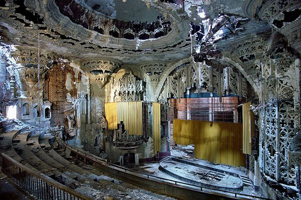 United-Artists-Theater-in-Detroit.jpeg