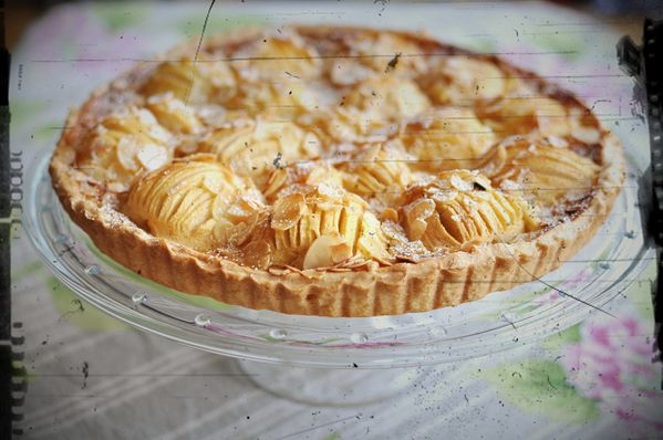 tarte aux pommes un peu normande blog de cuisine cr ative recettes popotte de manue. Black Bedroom Furniture Sets. Home Design Ideas