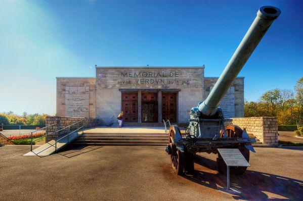 Memorial_de_Verdun_Wikipedia.jpg