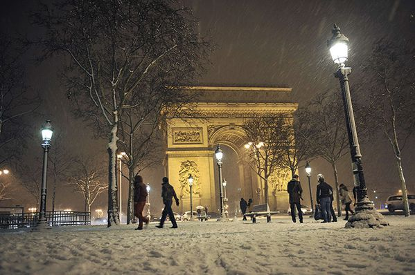 snow-covered-Champs-Elyse-004