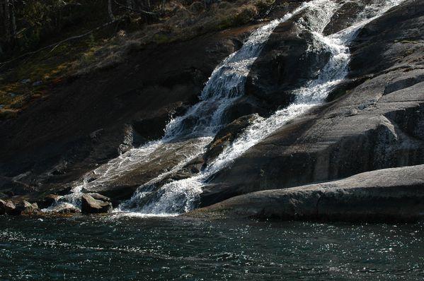 J082_zodiac nzo_fjord_cascade