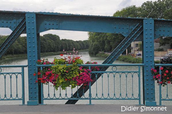 MAREUIL-SUR-AY ( Marne ) Didier Simonnet, canal latéral à