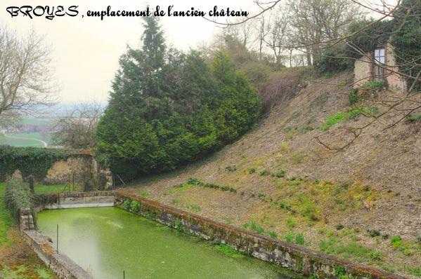 BROYES (Marne) Emplacement de l'ancien château-