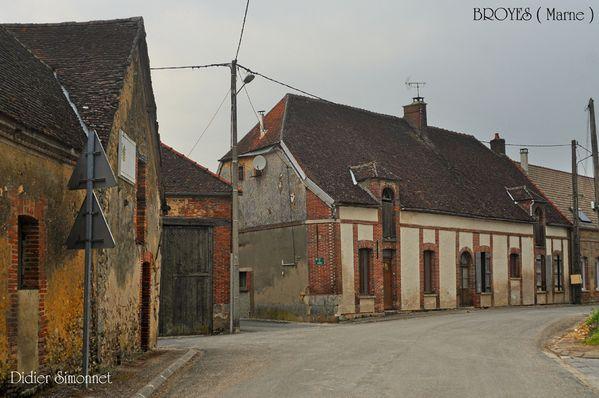 BROYES, visite du village---