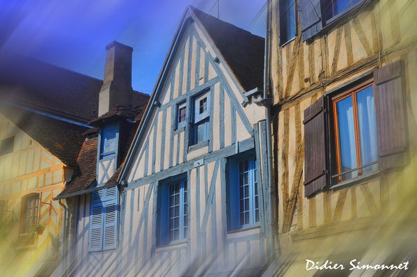 AUXERRE ( Yonne ) colombages-