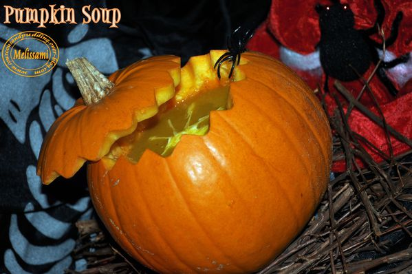 Halloween-pumpkin-soup-copie-1.jpg