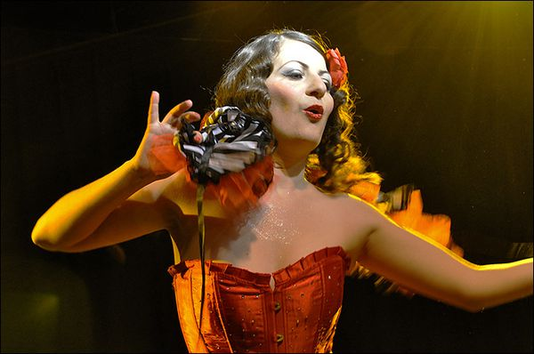 burlesque_valentina_del_pearls_tatoo_art_fest_2010.jpg