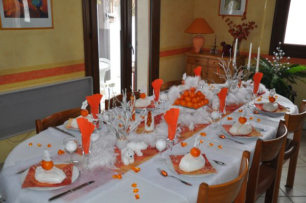 table-Noel-blanc-et-orange 0528