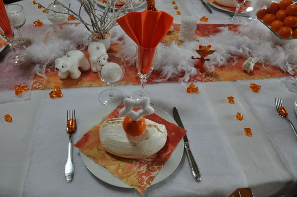 table-Noel-blanc-et-orange 0599