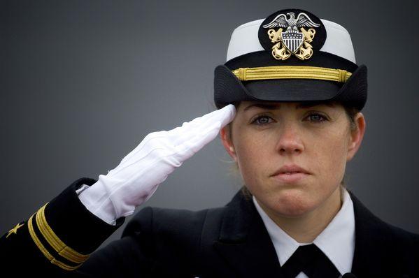 Female_officer_saluting.jpg