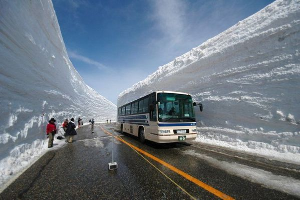 canyon-japon-bus-neige.jpg