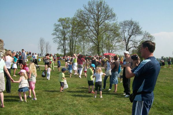 2011-04-23-Chasse-a-l-oeuf--17-.JPG