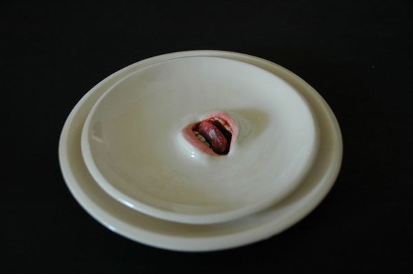 3-Ceramic-tableware-with-mouths--by-Ronit-Baranga.jpg