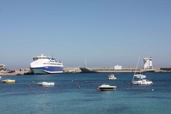Corse-255-Le-port-avec-le-NGV-Liamone-II-et-le-Capo-Nero--v.jpg