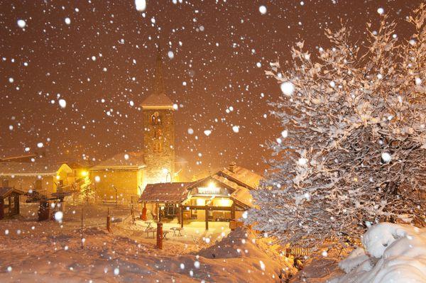 Saint-Martin-de-Belleville-sous-la-neige-qui-tombe-copie-1.jpg