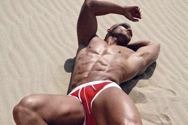 Ruben-Baars-Hot-Macho-Burbujas-De-Deseo-02-700x466.jpg