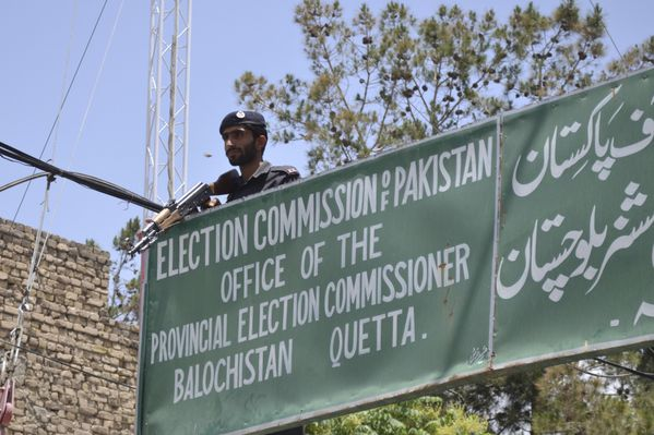 sem13maid-Z21-Elections-sous-haute-tension-au-Pakistan.jpg