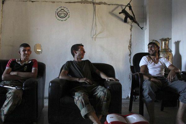 sem13aoub-Z4-Entre-deux-combats-rebelles-syriens-Alep.jpg