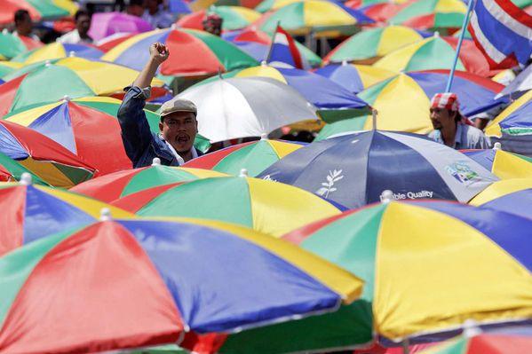 sem13sepa-Z14-Sous-les-parapluies-la-colere-producteurs-cao.jpg