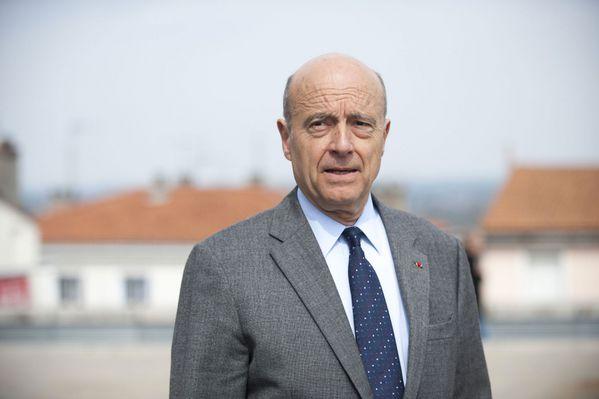 sem14aoui-Z9-Alain-Juppe-est-candidat-a-la-primaire-de-l-UM.jpg
