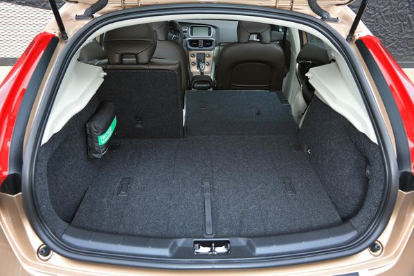 volvo v40 cross country la v40 en parka cir e. Black Bedroom Furniture Sets. Home Design Ideas