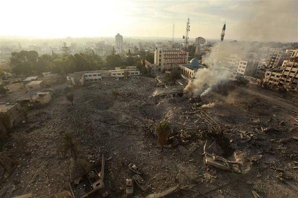 Les ruines des immeubles gouvernementaux donnent un apercu de la violence de l'agression israélienne sur la Bande de Gaza depuis l'assasinat ciblé Ahmed Al-Jaabari le 14 novembre 2012 - Une trêve est intervenue le 21 novembre à 21 heures ( heure locale)Gaza md0.libe.com