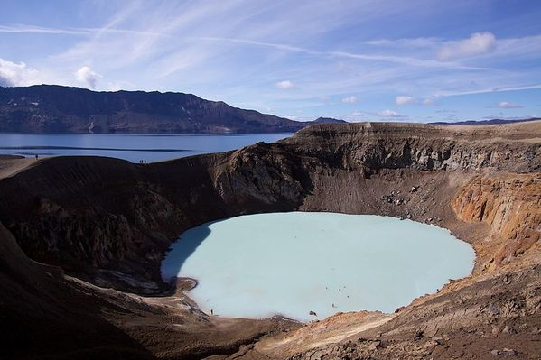 Viti_geothermal_lake_at_Askja---Boaworm.jpg