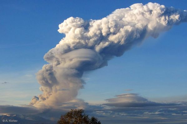 02.06.12-Shiveluch-plume-up-to-8---A.Konev-IVS-FED-RAS.jpg