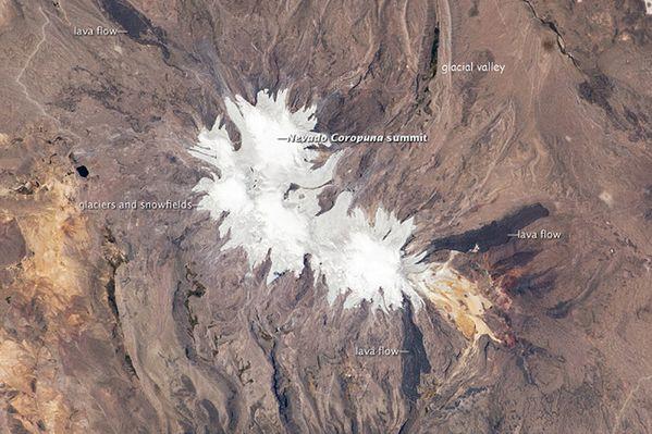 Nevado-Coropuna---06.06.2010---ISS025-E-06163.jpg