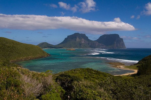 Lord_Howe_Island_from_North---Mt-Lidgbird--Mt-gower-from-Mt.jpg