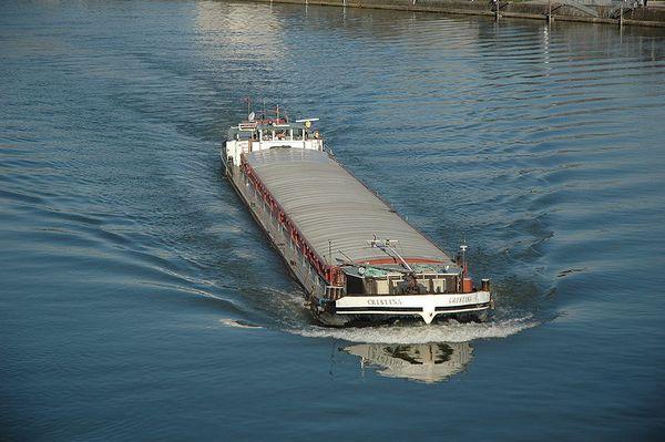 800px-Frachtschiff Linz 2007