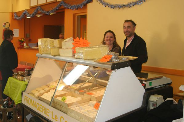 25 - stand fromagerie LA CENDREE