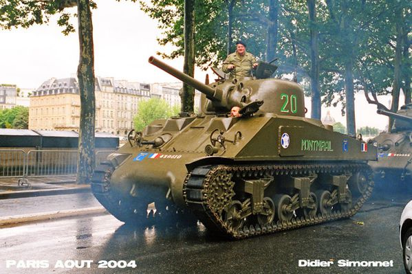 PARIS AOUT 2004 ( Photo Didier Simonnet )----