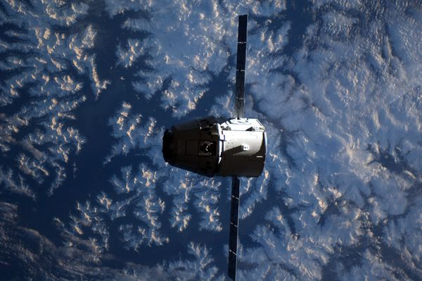 ISS---Dragon---Montagnes-rocheuses---Kuipers---ESA-NASA.jpg