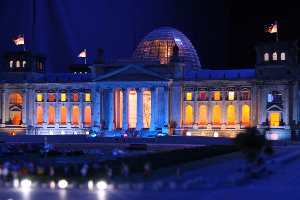 the-reichstag-at-loxx-berlin.jpg