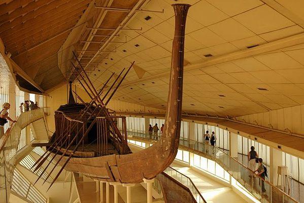 Barque-sacree--vue-de-l-avant--Kheops-IVe-dynastie.jpg