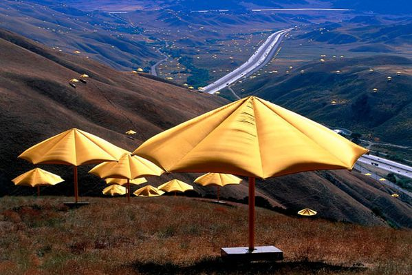 Christo_Umbrellas_Californie_1.jpg