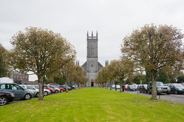 1280px-Tuam_Cathedral_of_the_Assumption_2009_09_14.jpg