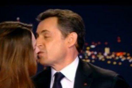 nicolas-sarkozy-embrassant-sa-femme.jpg