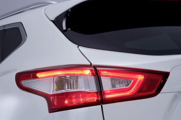 Nissan-Qashqai-2014-SUV 11