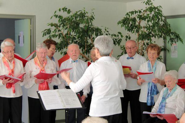 Les-Voix-de-l-Amitie-au-Croisic-le-9-mars-2012.jpg