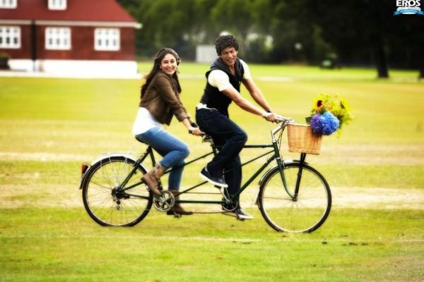 SRK-romances-Kareena---Ra-One---blog-Bollywood---B-copie-5.jpg