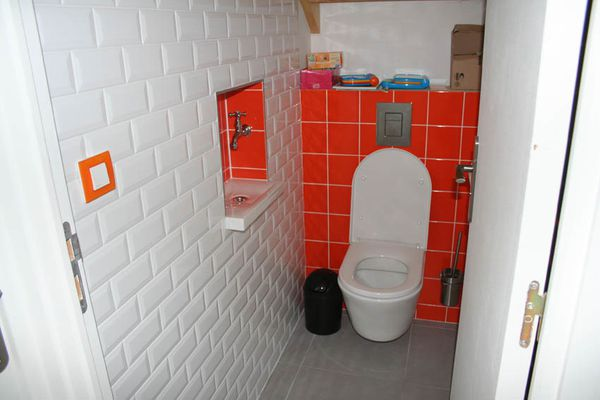 Wc suspendu maison bioclimatique bois - Decoration toilette suspendu ...