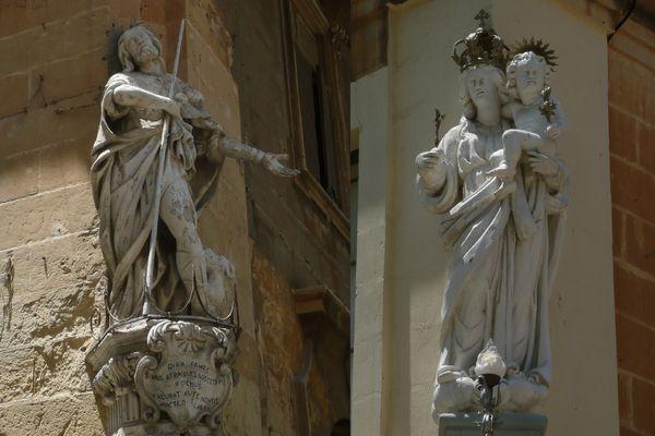 statues malte