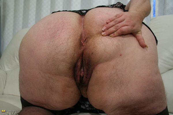 Free mature big butt tube
