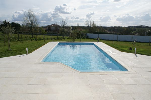 Carrelage terrasse piscine point p - Carrelage plage piscine imitation bois ...