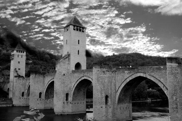 ID0 Pont Valentré, Cahors