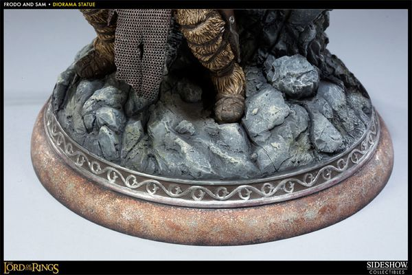 Diorama-Statue-Frodo-and-Sam-The-Lord-of-the-Rings-copie-2