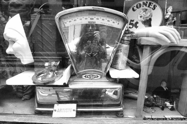 VitrineBrocanteurc29-05-2013-Francoise-Larouge.jpg